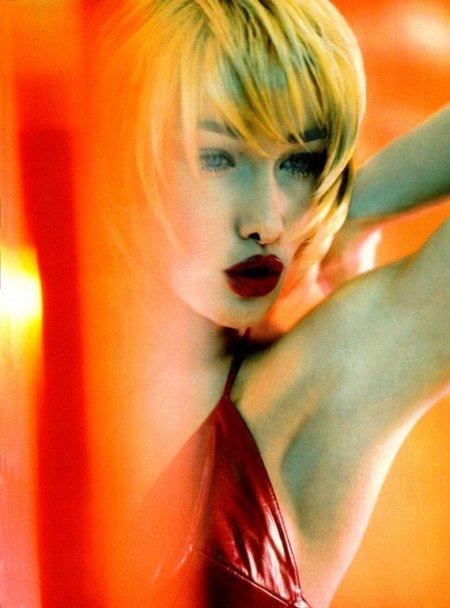 Regreso al pasado: Carla (primera dama) Bruni por Javier Vallhonrat para Vogue Italia