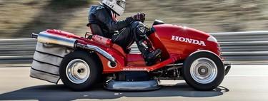 Bienvenido a la cultura de los cortacésped hot rod, porque si tiene motor y ruedas puede ser más rápido