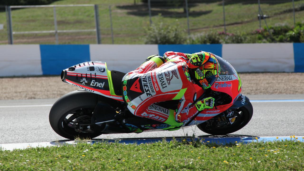 Foto de Las imágenes de Valentino Rossi sobre la Ducati Desmosedici GP12 (5/8)