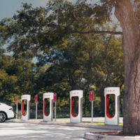 Tesla se está preparando para quintuplicar sus coches en la calle con 100 nuevos centros y 1.400 técnicos