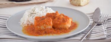 Merluza en salsa roja de pimientos asados: receta sin tomate para mojar mucho pan