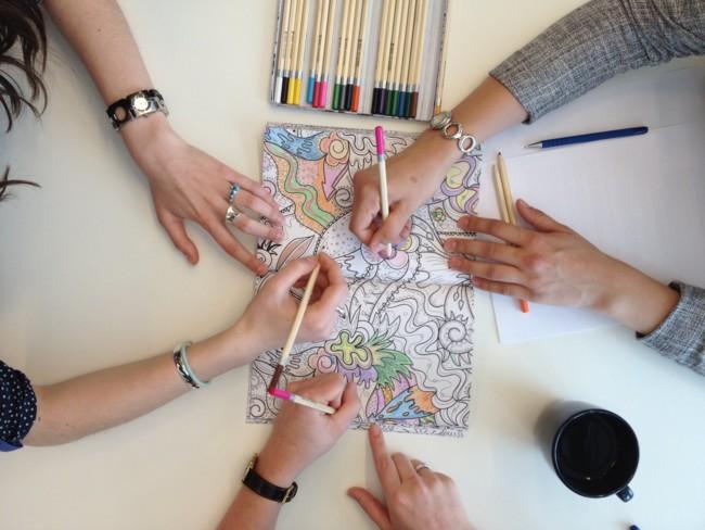 Estudio creativo – Diseño – Marketing   La moda de colorear para ...