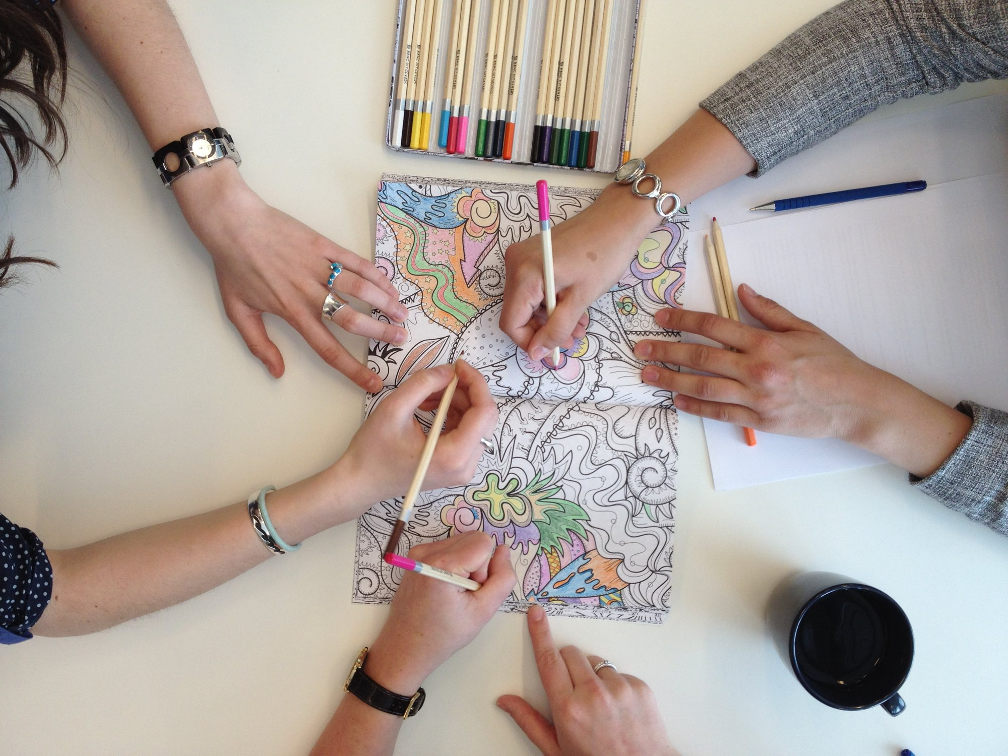 La moda de colorear para adultos llega a internet 12 webs Colouring books for adults dymocks