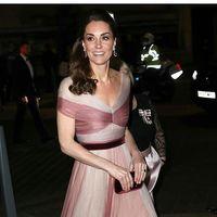 Kate Middleton enamora con su romántico look de alfombra roja