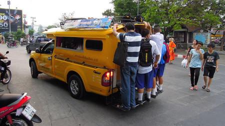 Transporte público asiático. Tailandia y Laos: songthaew