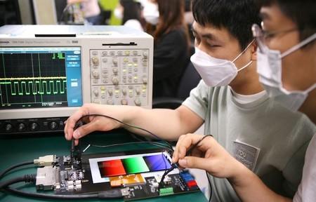 Samsung anuncia sus pantallas con tasa de refresco variable automática: prometen hasta un 22% de ahorro de energía