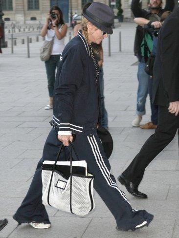 Madonna rompe esquemas y se pasea en chándal por París