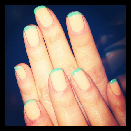 Zooey-Deschanel nail art