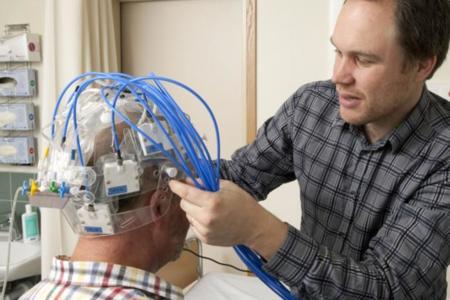Un casco de microondas da esperanzas para un diagnóstico más rápido de los derrames