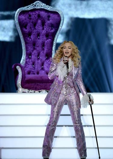 En los Billboard Music Award, y como acto de amor a Prince, Alessandro Michele vistió a la Material Girl de púrpura