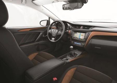 Interior Toyota Avensis 2015