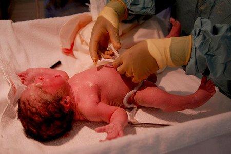 Exploraciones al recién nacido sin separarlo de mamá
