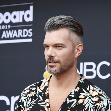 A.J. Gibson lleva el mood tropical a la alfombra roja de los Billboards Music Awards