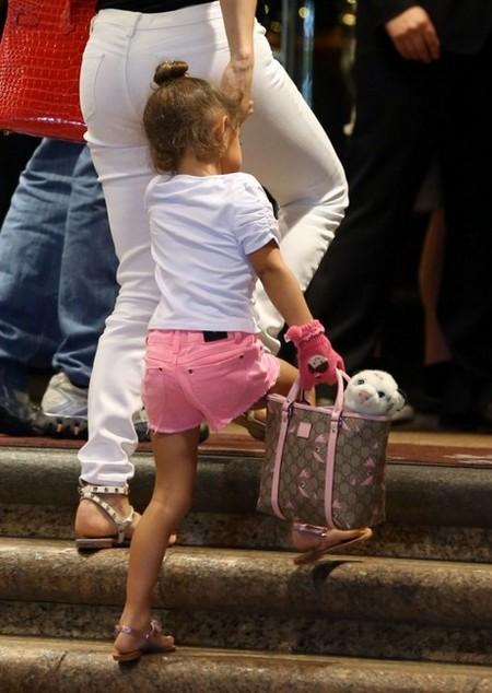 Para niña 'fashion victim', la hija de JLo, ¡qué cría tan <em>posh</em>!