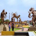 Pasea entre docenas de estatuas de reyes, dioses y seres sobrenaturales precolombinos