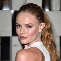 Kate Bosworth ¿seduce? de blanco en una fiesta llena de celebrities de Bottega Veneta