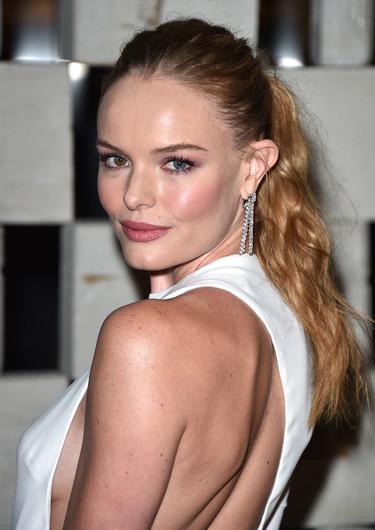 Kate Bosworth ¿seduce? de blanco en una fiesta llena de celebrities de Bottega Veneta