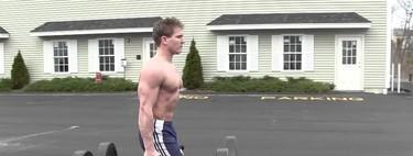 Paseo del granjero, un ejercicio para trabajar grandes grupos musculares.