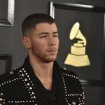 El hombre con más estilo de los Grammy, Nick Jonas con su chaqueta Balmain