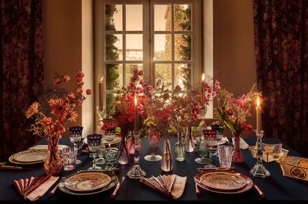 Platos, tarjetas y bolas de Navidad: Dior nos quiere adornar la casa estas fiestas con piezas de lujo y mucho estilo