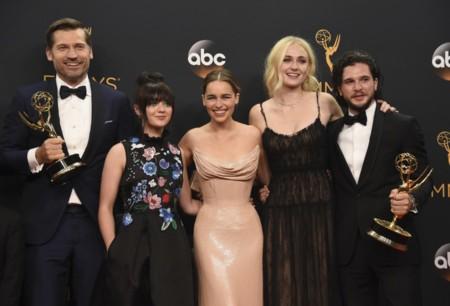 'Juego de tronos' bate récords en los Emmys, y sus protagonistas acaparan la alfombra roja