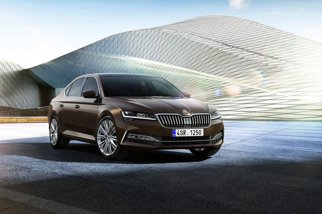 Así es el renovado Škoda Superb 2019, que ahora también será un híbrido enchufable con etiqueta cero emisiones