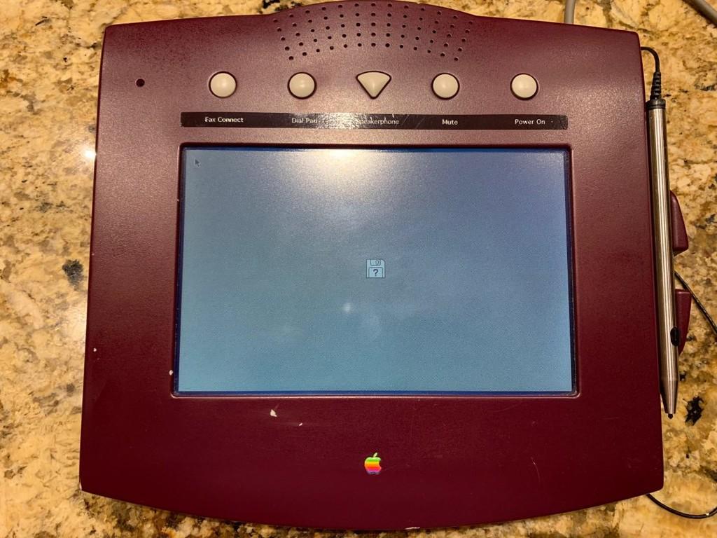 Apple WALT, así era el ambicioso teléfono de 1993 que antecedió al iPhone y que nunca llegó a ver la luz