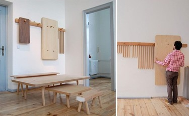 Mesas y taburetes que se guardan colgados en la pared