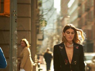 Nadie lleva un dos piezas como Bianca Brandolini: cinco ejemplos que podrían inspirar tu semana laboral