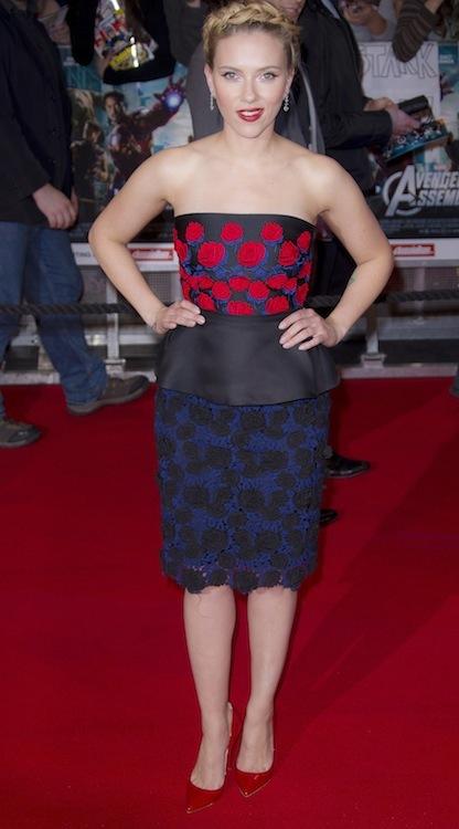 Scarlett Johansson de Prada en la premiere de Los vengadores en Londres