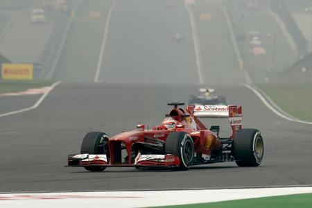 Fernando Alonso, octavo, pensando más en la carrera de mañana