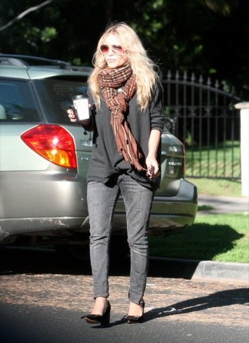 Look calle famosas bufanda: Mary-Kate Olsen