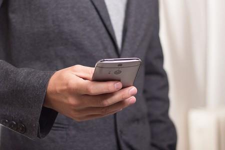 ¿Puedo decidir no dar mi teléfono personal a mi empleador? El Supremo lo avala, pero pocos lo reivindican