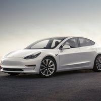 Será mejor no abrir la cajuela del Tesla Model 3 si llueve: una falla de diseño hace que se meta el agua