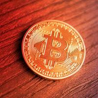 Bitcoin, por debajo de los 5,000 dólares en una montaña rusa que sigue cayendo en picado