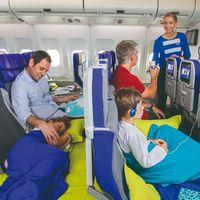 La aerolínea Joon tiene nuevos asientos modulares que se hacen cama para viajar con niños