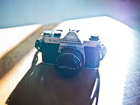 La marca de cámaras preferida por los japoneses no es Canon, Fujifilm, Nikon, Olympus, Panasonic o Sony... ¡Es Pentax!