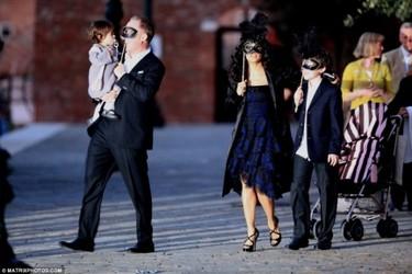 Salma Hayek organiza una cena de máscaras antes de su boda
