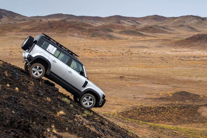 El nuevo Land Rover Defender ya está aquí: un coche tan todoterreno como siempre pero más premium que nunca