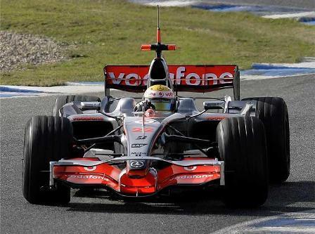 Lewis Hamilton toma el mando en Jerez