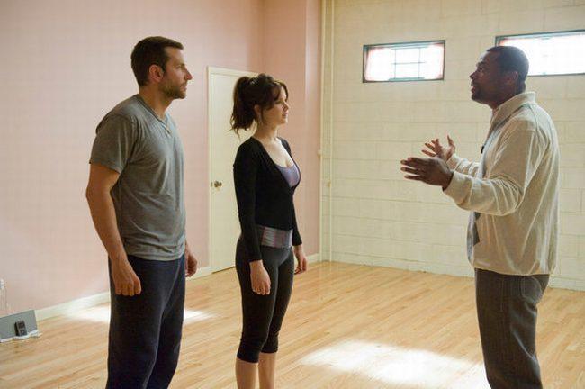 Bradley Cooper, Jennifer Lawrence y Chris Tucker en una escena de la película