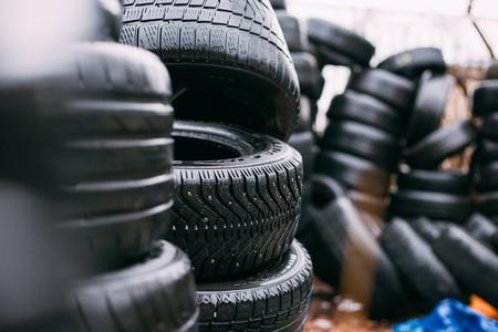 El Gobierno prohíbe que los neumáticos de gran tamaño acaben en los vertederos, dando un impulso a la segunda vida de la gomas