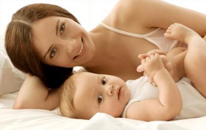 Tocar al bebé, clave para su desarrollo