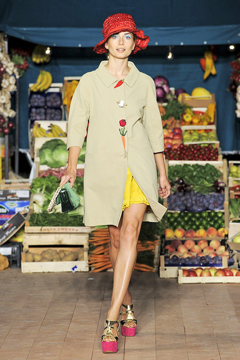 Foto de Moschino Cheap and Chic Primavera-Verano 2012 (20/28)