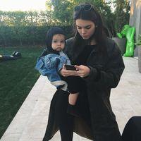 El regalo de Kendall Jenner a su sobrina del que habla todo el mundo (y que tu puedes copiar con un pequeño presupesto)