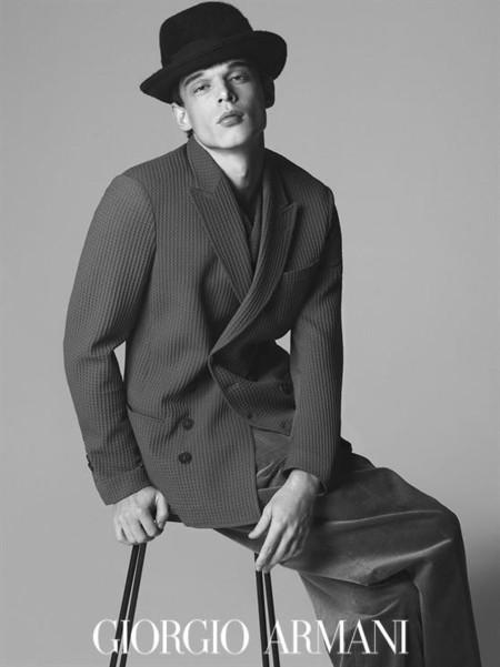 Giorgio Armani hace del sombrero el accesorio it del otoño