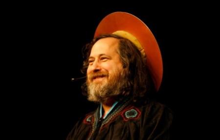 La defensa del software libre de Stallman, análisis del nuevo iMac y el Carbino, un supermaterial