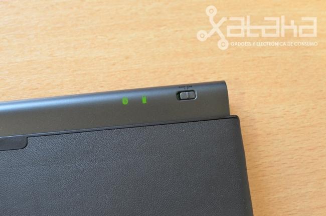 Foto de Logitech Keyboard Tablet (4/11)