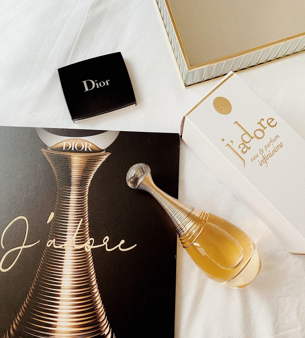 Probamos J'Adore Infinissime de Dior: la nueva version del mítico perfume que reconquista a todos los que lo huelen