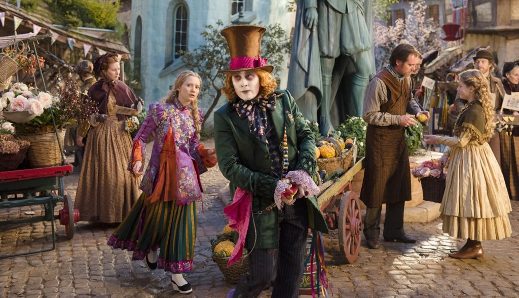 Escena Alicia A Traves Del Espejo Con Johnny Depp Mia Wasikowska